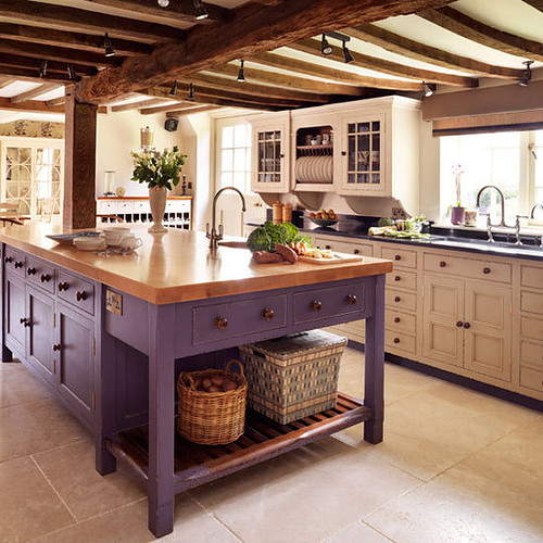 Accents of plum for spring sheila zeller interiors - Estilos de cocinas ...