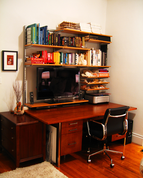 Good things come in small spaces sheila zeller interiors for Elfa desk system