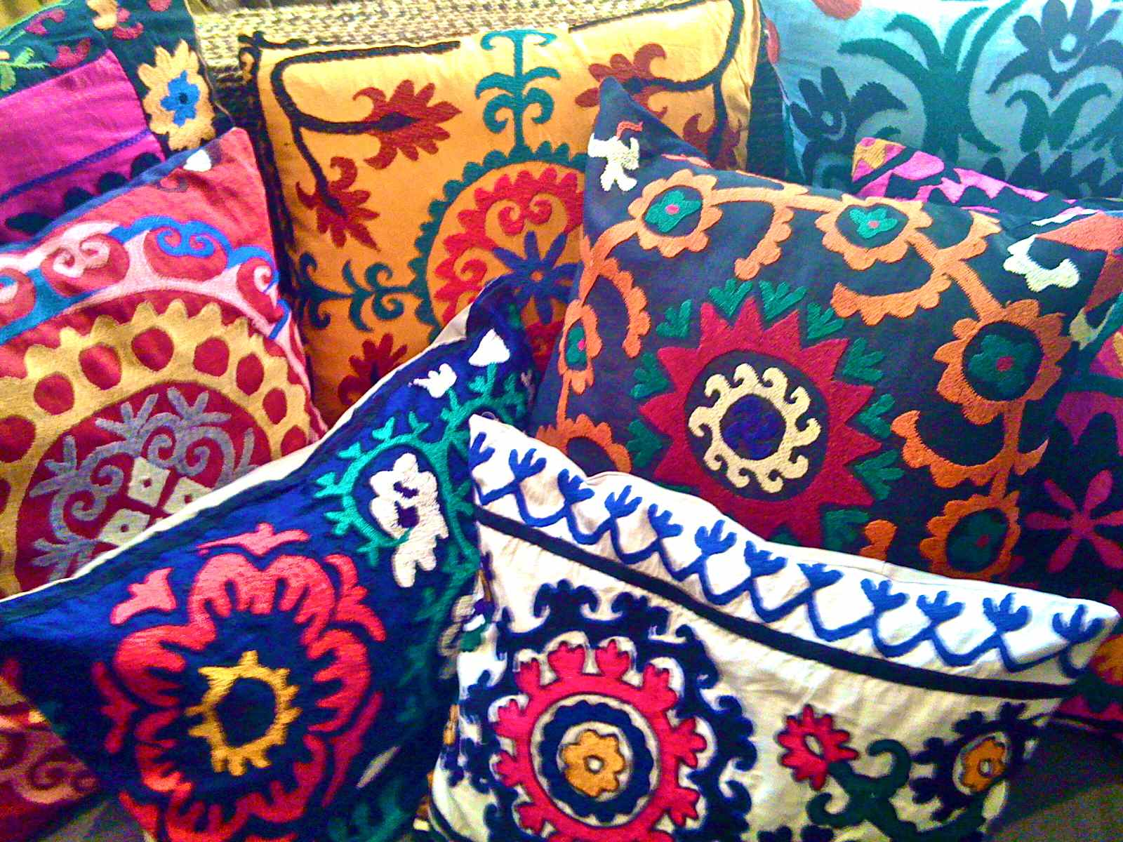 Cute Bohemian Throw Pillows : 1000+ images about Suzani Flowers on Pinterest Jacobean, Jacobean embroidery and Embroidery ...