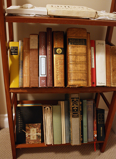 I Heart Gwyneth's Bookshelf!