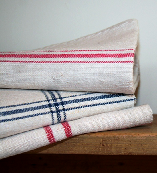 Tea towels are a great way to introduce each changing season to your kitchen decor. Add some splashes of colour with linen tea towels in the summer, or warm things up with some woollen hand towels in the winter.